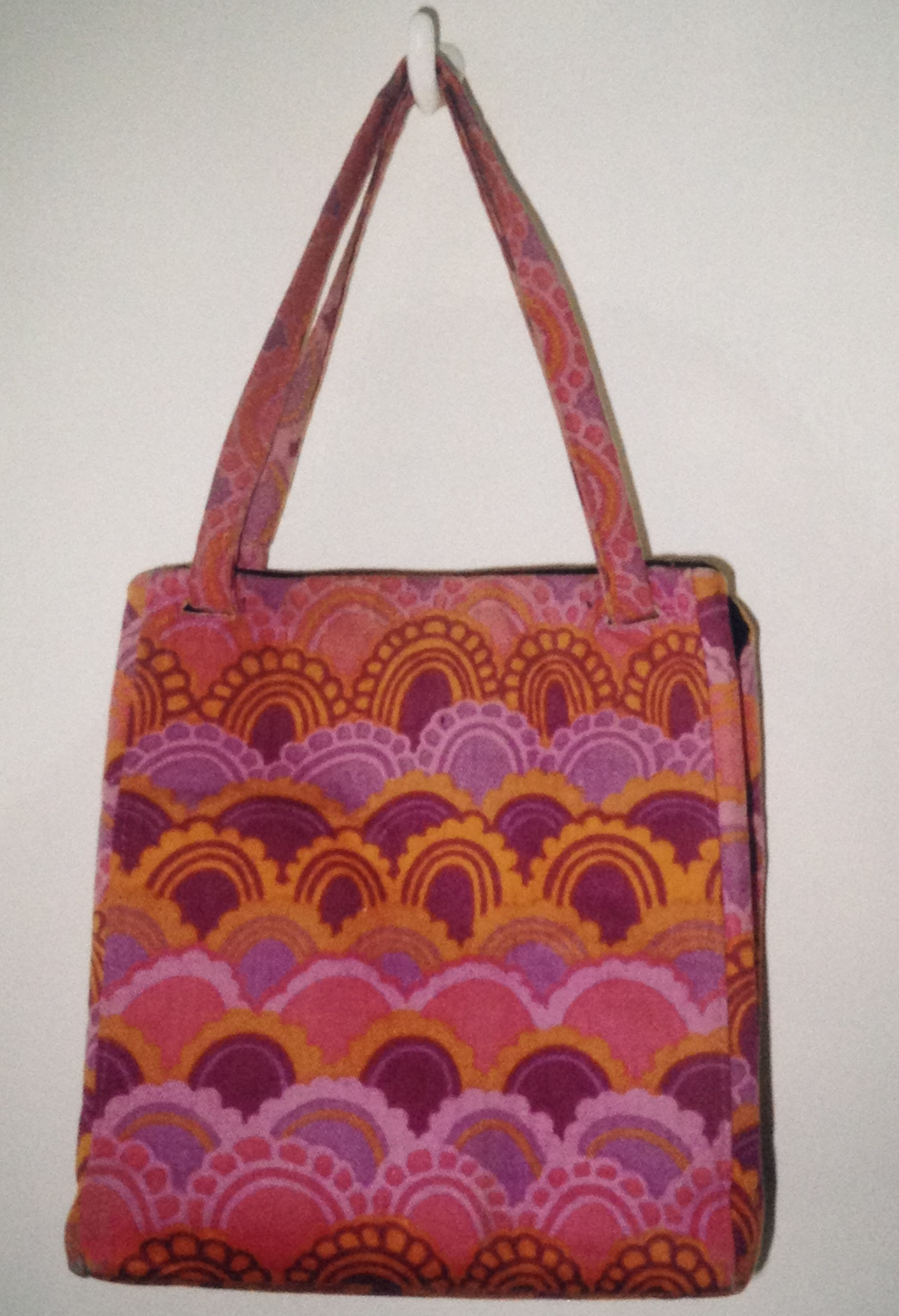 pink-scallop-handbag